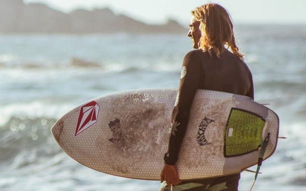vassilis-missa-surfer